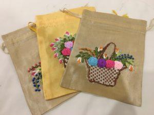 ベトナム、ハノイ、ドンスアン市場、刺繍袋